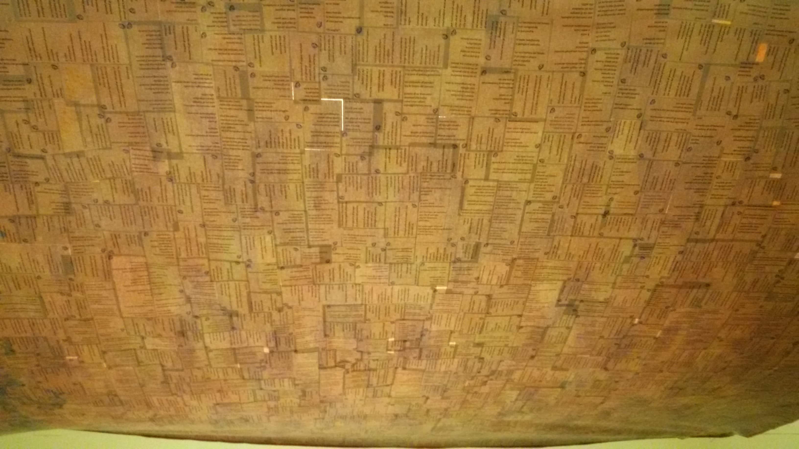 il copriletto esposto a soffitto